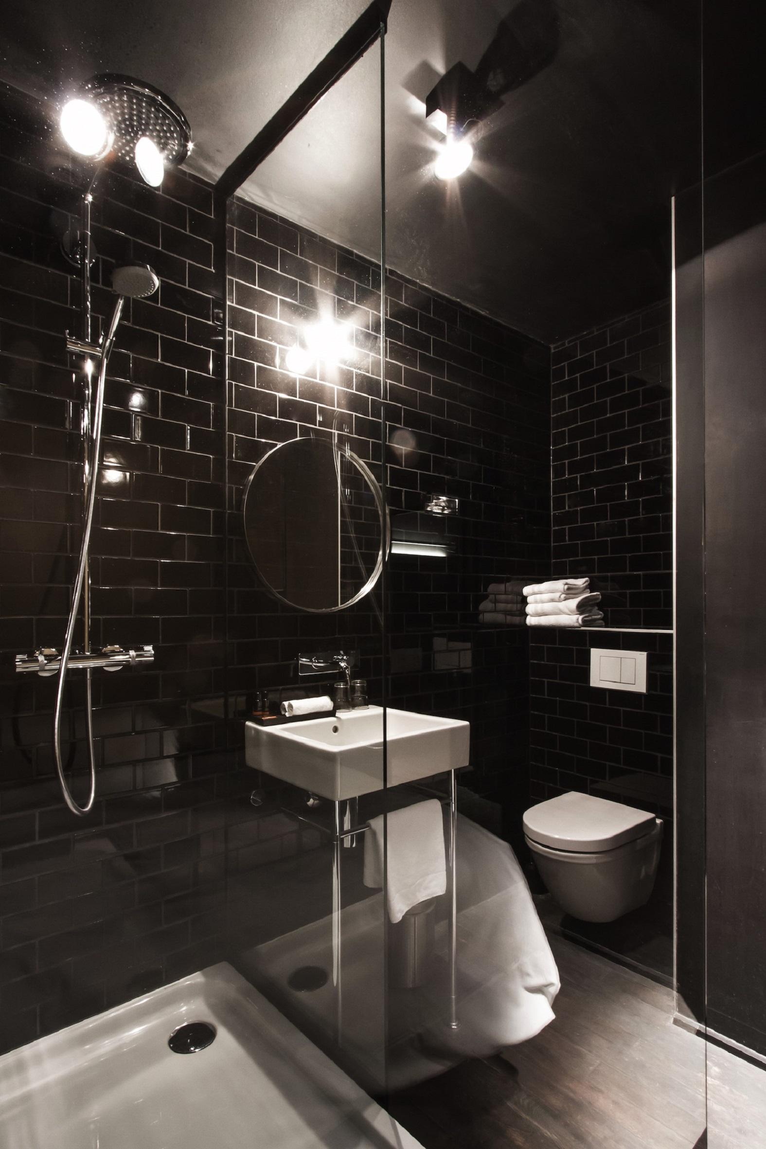 Excellent Pictures Of Comfort Room Design Images Best Ideas